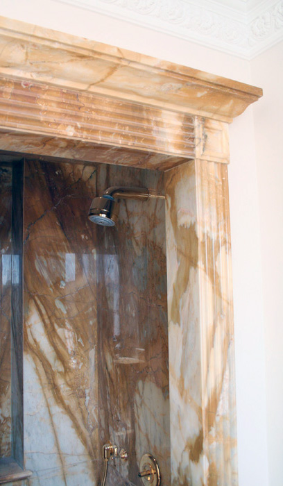 Rivestimento bagno in Giallo Siena
